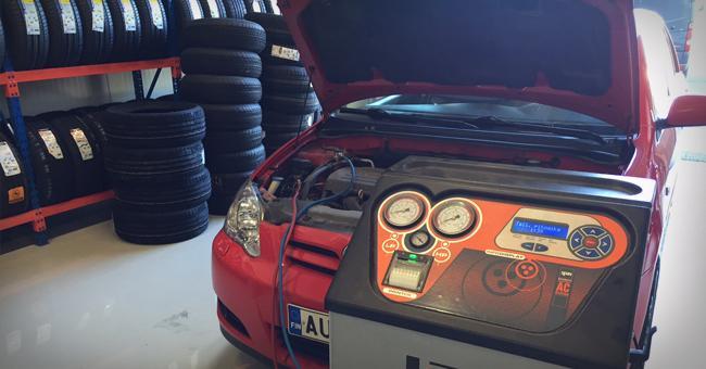 MH-Autoclean - Tarkistamme autosi ilmastointilaitteen kunnon ja tarvittaessa täytämme sen asianmukaisella öljyllä/ kylmäaineella.